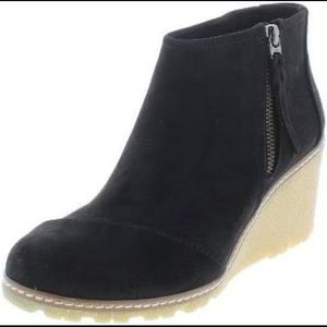 TOMS Avery Faux Suede Wedge Booties 6.5